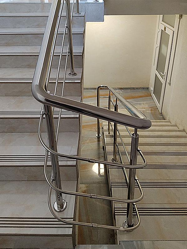 Перила из нержавейки. Перила на лестницу. Перила в Одессе. Купить перила